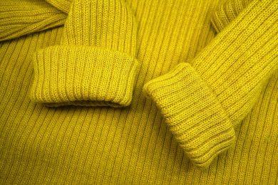 ciepły sweter na jesień i zimę